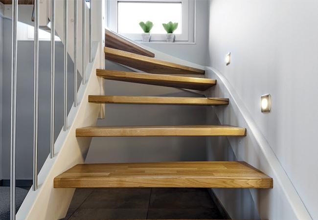 Nettoyer escalier bois